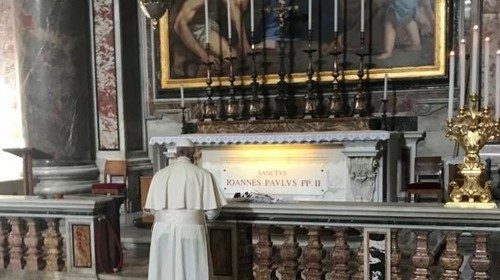 Pope Francis praying at the tomb of Saint John Paul II on 22 October 2018