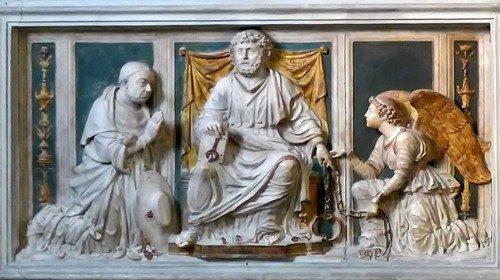 Particolare della tomba di Niccolò Cusano nella basilica di San Pietro in Vincoli a Roma
