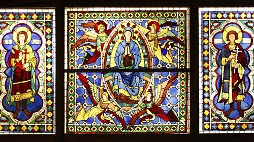 Duccio di Buoninsegna, vetrata per il il duomo di Siena con al centro la scena dell'Assunzione
