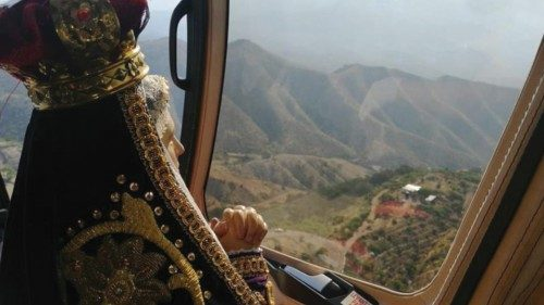 April 9, 2020: the helicopter carrying the Virgen de los Dolores and the Blessed Sacrament flies over the 25 cities of the Diocese of Querétaro, Mexico, during Holy Week to ask for an end to the pandemic and healing of the sick (diocesisqro.org).