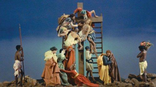 Nel cortometraggio di Pasolini «La Ricotta» (1963) la scena della Deposizione, ispirata al quadro del Pontormo, comincia con il «Pianto della Madonna» di Iacopone da Todi