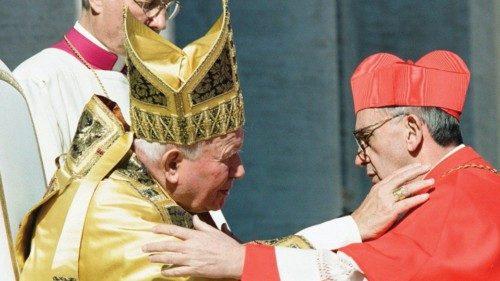 Il cardinale Jorge Mario Bergoglio durante il Concistoro del 21 febbraio 2001
